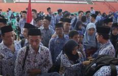 Pusing Pikirkan Gaji PNS, Undangan Rapat dari Jakarta Banyak Banget - JPNN.com
