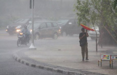 Awan Berpotensi Hujan Selimuti Surabaya - JPNN.com
