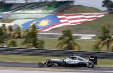 Gantian! Hamilton Tercepat di FP 2, Rosberg Kedua - JPNN.com