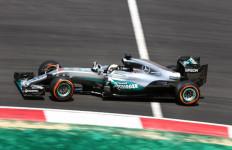 FP 3 GP Malaysia: Hamilton Bertahan, Rosberg Digeser Verstappen - JPNN.com