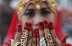 Oh Mbak Narti, Tiba di Asrama Haji, Perhiasan Penuhi Lengan dan Jari - JPNN.com