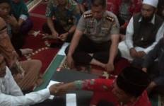 Rasa Bahagia, Sedih, dan Haru Warnai Ijab Kabul Tahanan Narkoba Ini - JPNN.com
