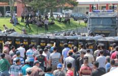 Massa Pendukung Mukidi Mengamuk, Beringas! - JPNN.com