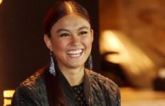 Tuh! Kritik Pedas Tiki Bisono untuk Agnes Monica dan Bebi - JPNN.com