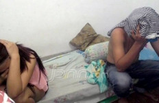 Hmmm... Pasangan Bukan Muhrim Mesum Dalam Kamar - JPNN.com