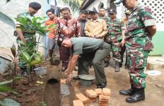 Karya Bakti Puspen TNI untuk Warga Bekasi - JPNN.com