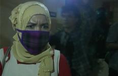 Istri Muda Dimas Kanjeng Pilih Tutupi Wajah dengan Masker - JPNN.com