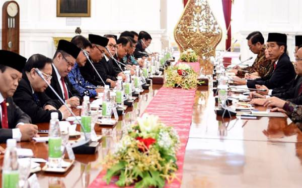 Jokowi: Berantas Mafia dan Makelar Kasus! - JPNN.com