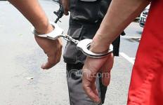 Pencuri Sepatu Diteriakin Maling, Ya... Bonyok Deh - JPNN.com