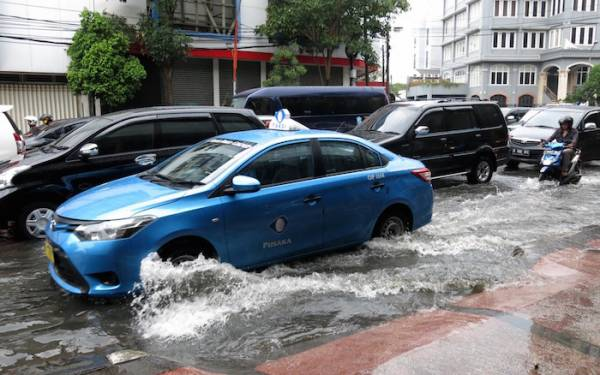 Hujan Lebat, Jakarta Banjir Lagi - JPNN.com