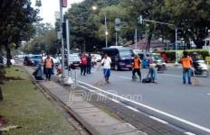 Massa Berangkat ke Jakarta Bawa Tanaman Satu Truk - JPNN.com