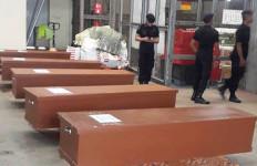 11 Jenazah Korban Kapal TKI Tenggelam Diserahkan ke Keluarga - JPNN.com