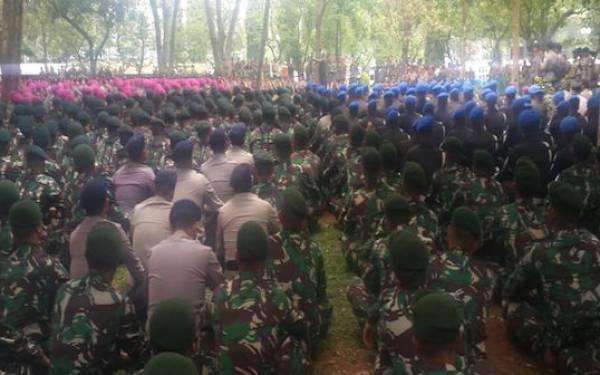 Dilempar Batu, Prajurit TNI dan Polri Tidak Terpancing - JPNN.com