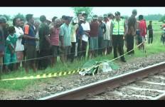 PNS Nekat Lari ke Arah Kereta Api yang Melaju - JPNN.com