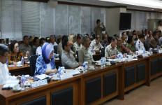 DPD RI Tuntut Percepatan Penanganan Pengungsi Sinabung - JPNN.com