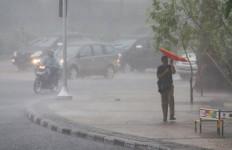 Hujan Deras Lagi, Warga Jakarta Dengarkan Pesan Ahok Ini Yaaa.. - JPNN.com
