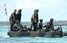 Ke Daerah Operasi, Panglima Naik Tank yang Diawaki Perempuan TNI AD - JPNN.com