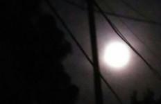 Amboy..Cantiknya Supermoon Malam Ini.. - JPNN.com