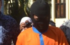 Hendak Ditangkap, Malah Menantang Polisi Bergulat - JPNN.com