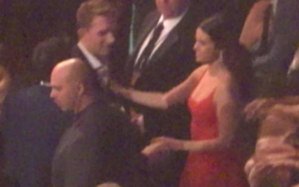 Pelukan Mesra Selena Gomes dengan Niall Horan - JPNN.com