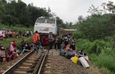 KA BBM Anjlok, Kereta Malam Tujuan Tanjung Karang-Kertapati Tertahan - JPNN.com