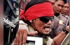 Pria Bersamurai Ubrak-abrik Wihara di Singkawang - JPNN.com