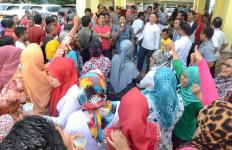 Ratusan Perawat dan Bidan Gelar Demo, Ini Tuntutannya - JPNN.com