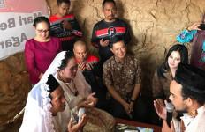 15 Pasangan Menikah di Tengah Kuburan, Gratis! - JPNN.com