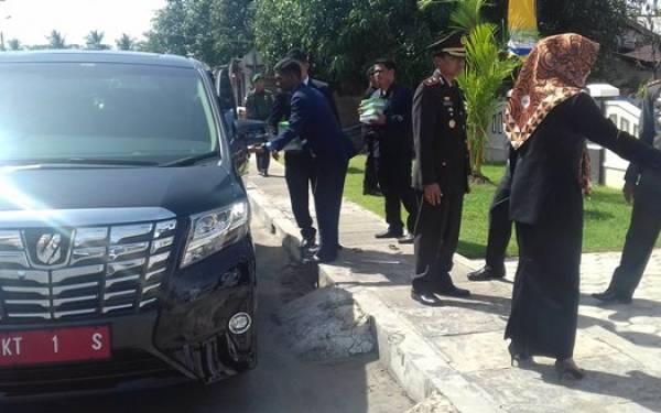 Wah Wah...Mobil Dinas Ibu Bupati Harga Rp 987 Juta - JPNN.com