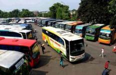 Bus AKAP Sering Diteror Batu, Nyaris Kecelakaan - JPNN.com