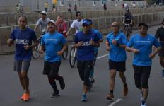Lari Pagi Bersama Komunitas Jakarta Berlari, Sandi Sapa Warga - JPNN.com