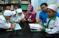 Karyawan Indosat Ooredoo Datang ke Sekolah, Kenalkan Teknologi VR - JPNN.com