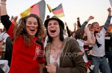 Minoritas, Suporter Jerman Berpesta - JPNN.com
