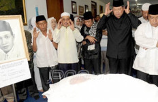 KH DR Idham Chalid, 10 Tahun Melawan Stroke - JPNN.com