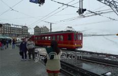 Menjadi Pendaki Alpen dengan Kereta Bergerigi - JPNN.com