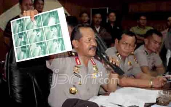 Densus Cek Identitas Perampok Padang - JPNN.com