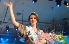 Kental Aksen Inggris, Nadine jadi Puteri Indonesia 2010 - JPNN.com