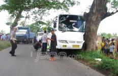 Bus DPR Tabrakan di Klaten - JPNN.com