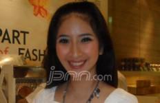 Novita Angie, Tak Mau Stres di Jalan - JPNN.com