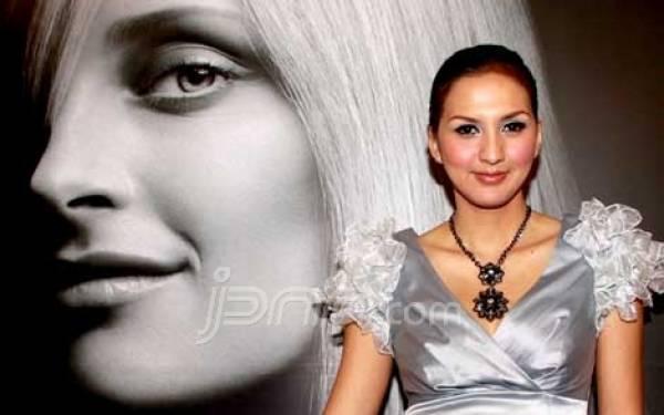 Donna Agnesia Ngidam Roti Unyil - JPNN.com