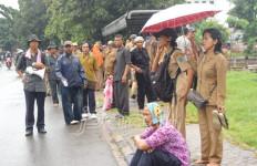 Hendak Demo ke Kemenpan, Ratusan PNS Dianulir Tersesat - JPNN.com