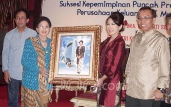 Ketika Mooryati Soedibyo Menyerahkan Kendali Mustika Ratu kepada Anaknya - JPNN.com