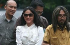 Dewi Perssik Dicecar 21 Pertanyaan - JPNN.com