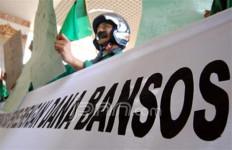 Tuntut Penyelesaian Kasus Bansos - JPNN.com