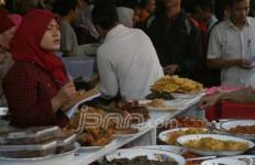 Berburu Takjil di Pasar Benhil - JPNN.com