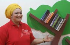 Dewi Hughes Dorong Minat Baca di Mal - JPNN.com