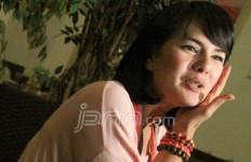 Astrid Tiar Coba Jadi Sutradara - JPNN.com