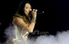 Nyanyi Plus Edukasi Konser ala Anggun - JPNN.com