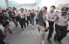 Demo Damai Tolak FPI Berakhir Rusuh - JPNN.com