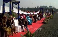 349 Pasangan Nikah Massal di Monas - JPNN.com